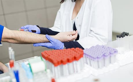 Asistenta medicala la domiciliu-Recoltari pentru examene laborator la domiciliu